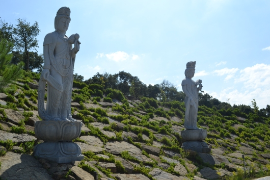 mais estátuas
